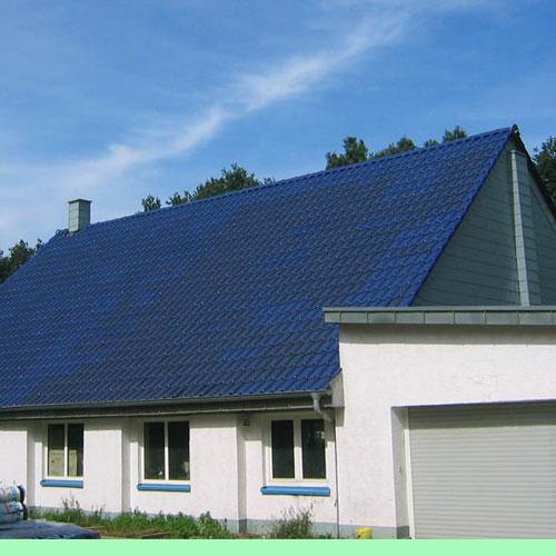 Dachdeckerei C. Voegeli GmbH Udo Heyl Firmeneigenes Werkstattgebäude mit blau glasierten Tonziegel