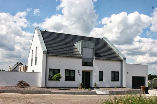 Dacheindeckung mit Tonziegel erstellt von Dachdeckerei C. Voegeli