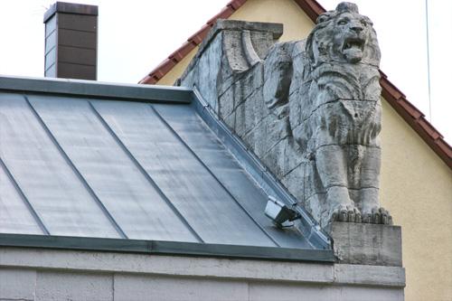 Dacheindeckung mit Zinkblech erstellt von Dachdeckerei C. Voegeli