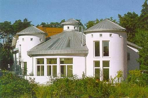 Eindeckung eines Rotundendaches mit Zinkblech in Doppelstehfalz-Technik erstellt von Dachdeckerei C. Voegeli