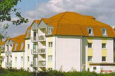 Eindeckung eines Mansard- und Walmdaches mit Betondachstein erstellt von Dachdeckerei C. Voegeli
