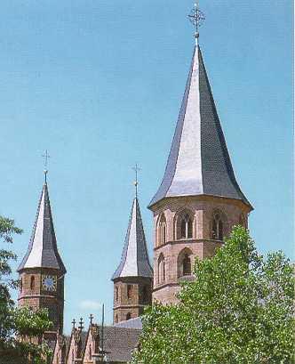 Schieferdeckung auf den Sechseck-Türmen der Stiftskirche in Kaiserslautern erstellt von Dachdeckerei C. Voegeli