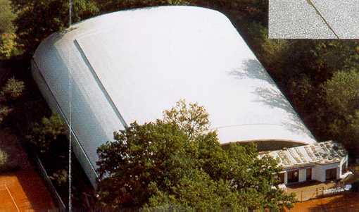 Abdichtung des Tonnendaches einer Tennishalle in Kaiserslautern erstellt von Dachdeckerei C. Voegeli
